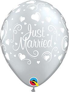"11"" Qualatex Just Married Hearts Latex"